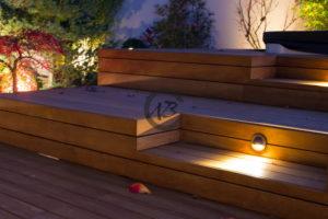 entourage de spa en bois exotique avec éclairage