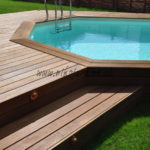 marches banquette et spots en cuivre massif avec deck en bois exotique et piscine bois