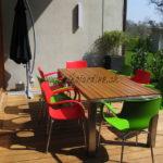 terrasse bois exotique et table contemporaine en bois exotique et acier inoxydable Genève