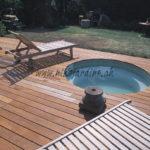 jacuzzi en béton avec terrasse en lames bois exotique ipé
