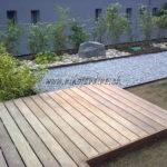 terrasse en bois exotique ipé se marie avec gravier acier corten